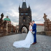 Connie & Fodo - Pre-Wedding photo shooting in Prague - Pre Wedding Photo From Charles Bridge
