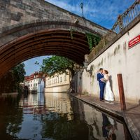 Connie & Fodo - Pre-Wedding photo shooting in Prague - Groom and Bride Under Charles Bridge