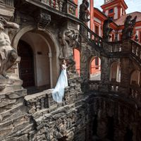 Connie & Fodo - Pre-Wedding photo shooting in Prague - Bride in Troja Castle