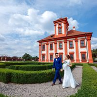 Connie & Fodo - Pre-Wedding photo shooting in Prague - Bride and Groom in Troja Castle