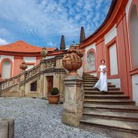 Connie & Fodo - Pre-Wedding photo shooting in Prague - Bride Portrait in Troja Castle